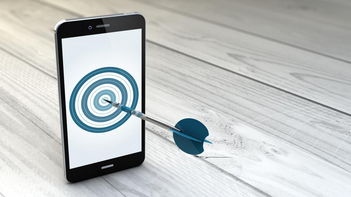 smart phone with target and arrow and bulls eye
