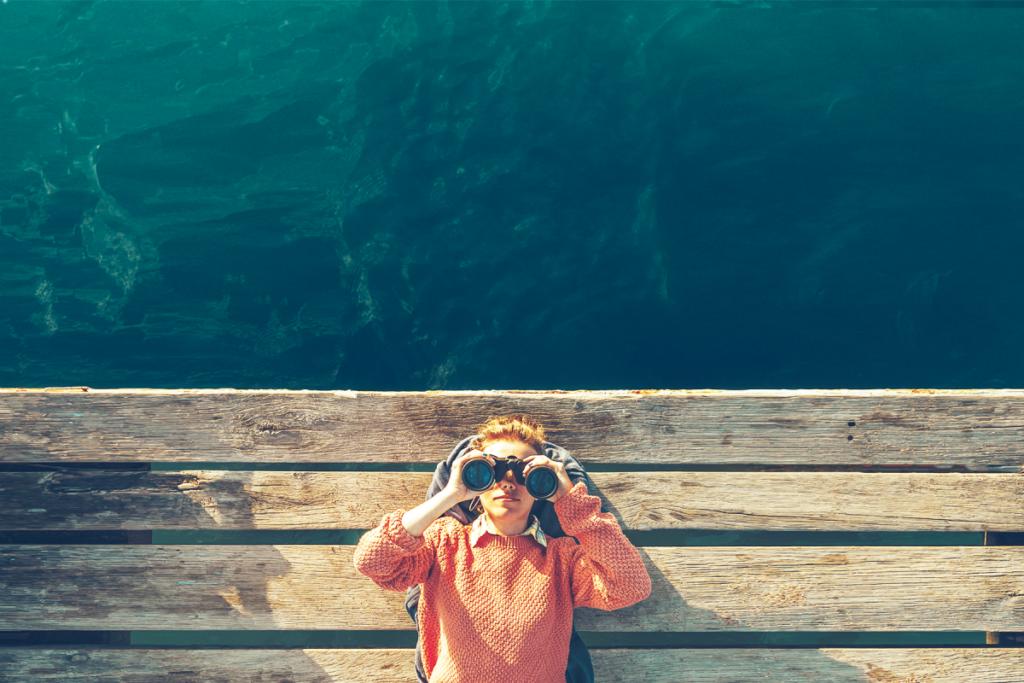 blog_binoculars-on-ocean.png